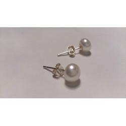 Small pearl stud