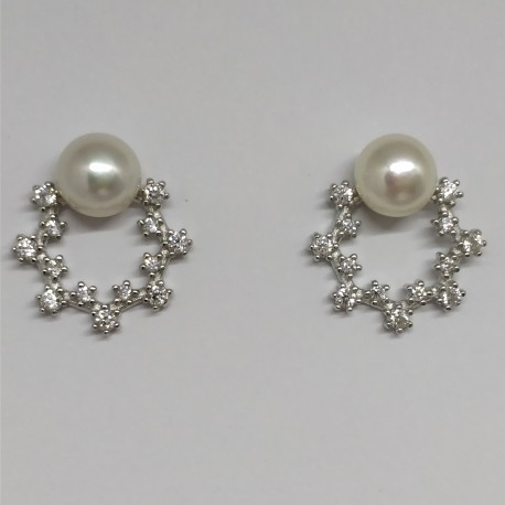 Pearlstud with zircon wreath