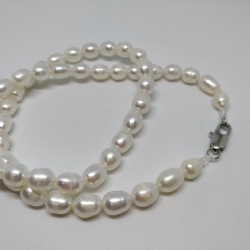 One row pearl necklace
