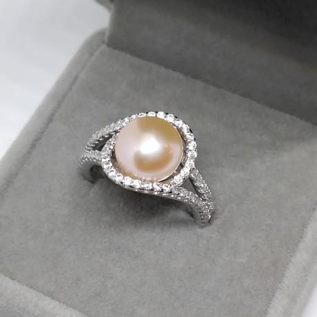 sädeluses pärl sõrmus