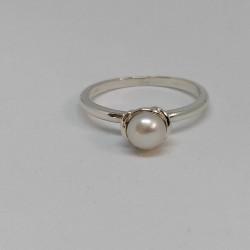 Pearl bud, ring