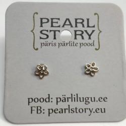 Flower silver stud earrings