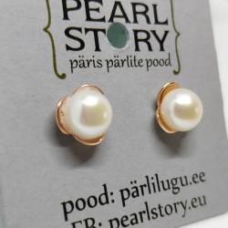 Golden pearl flower earrings