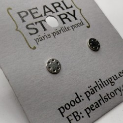 Small disc stud earrings