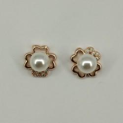 Flower pearl stud earrings