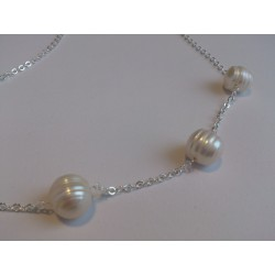 Three snowballs on silver chain