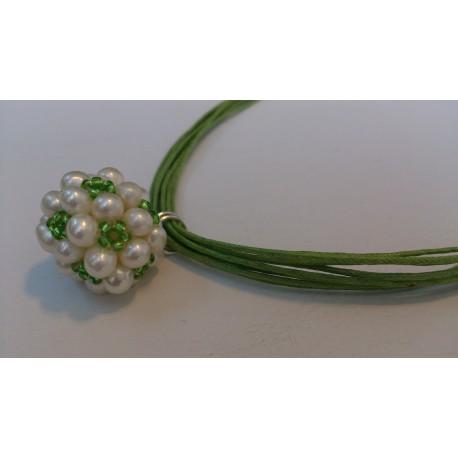 Roheliste helmestega pärlipall kaelaehe